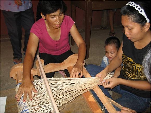 織り方を勉強.まずは縦糸かけから
